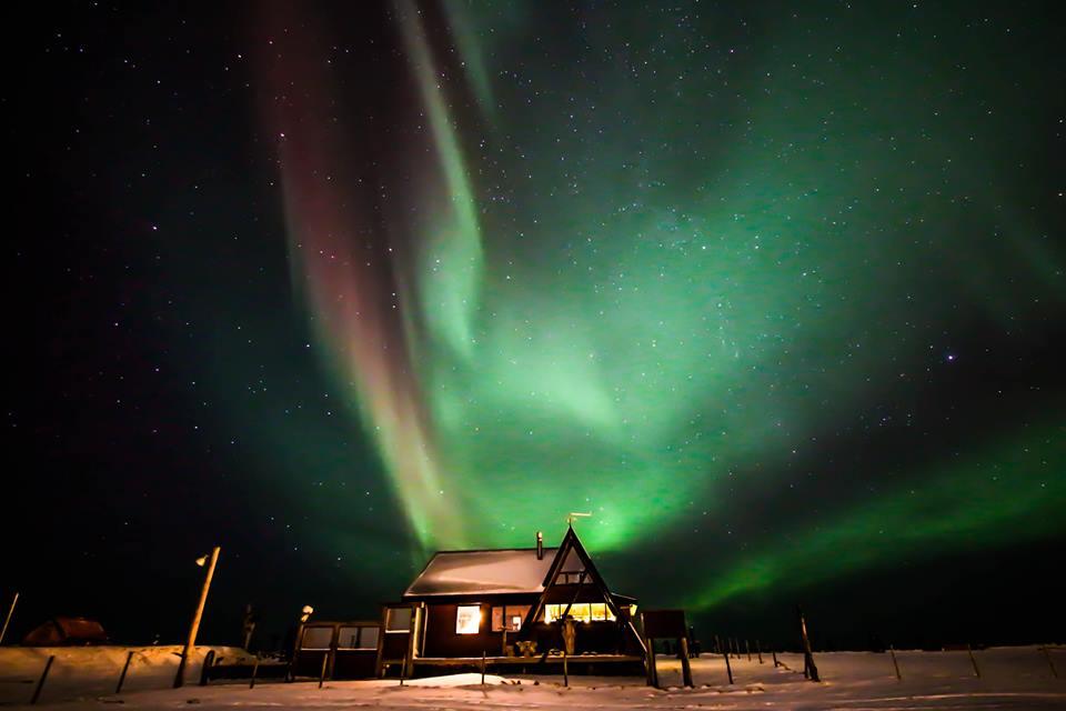 aurora-borealis-iceland-house