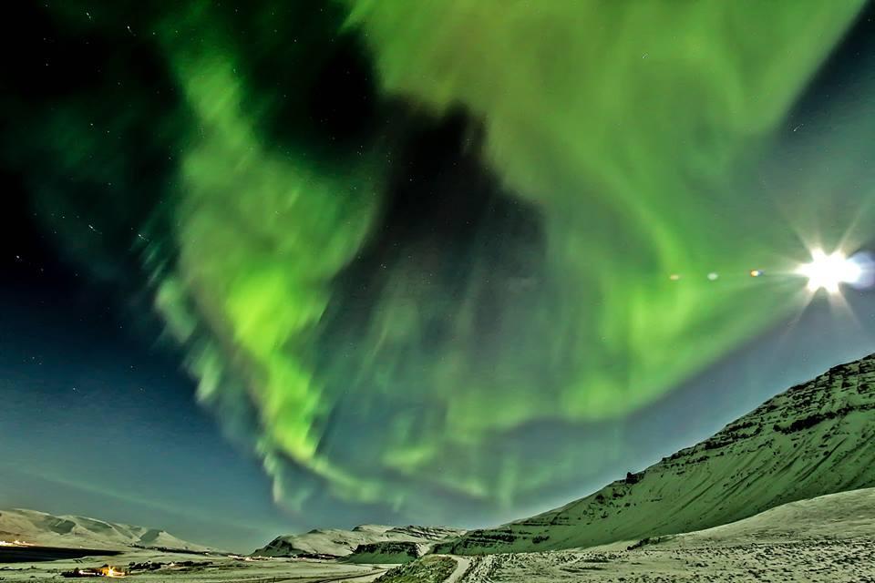 aurora-borealis-iceland-moon